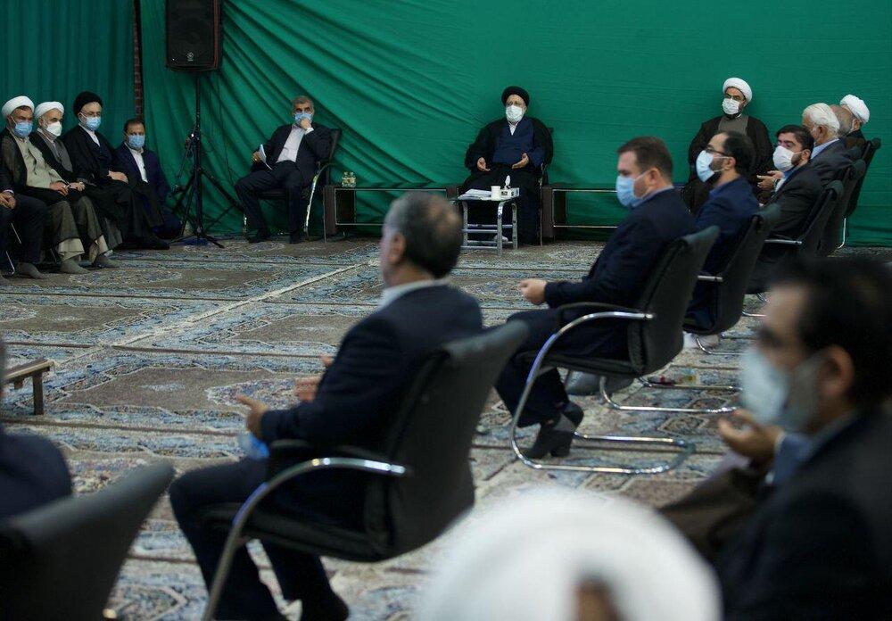 دیدار نمایندگان ادوار مجلس با ابراهیم رئیسی +عکس
