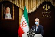 عکسی از  ظاهر متفاوت سخنگوی دولت در جمع خبرنگاران