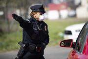 ببینید | حمله یک بیخانمان به افسر پلیس زن در آمریکا