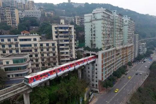 ببینید | عبور راهآهن از داخل یک ساختمان  ۱۹ طبقه در کشور چین!