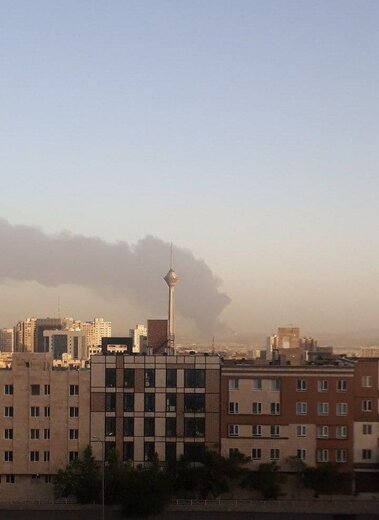 آتش سوزی در پالایشگاه تهران از زوایای مختلف شهر