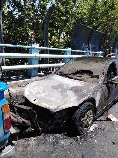 آتشسوزی خودروی میلیاردی روی پل ارتش/ تصاویر