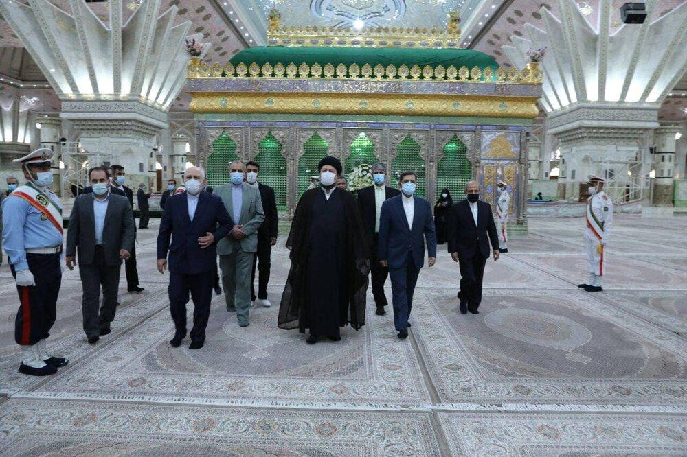 ادای احترام ظریف به بنیانگذار جمهوری اسلامی ایران/عکس