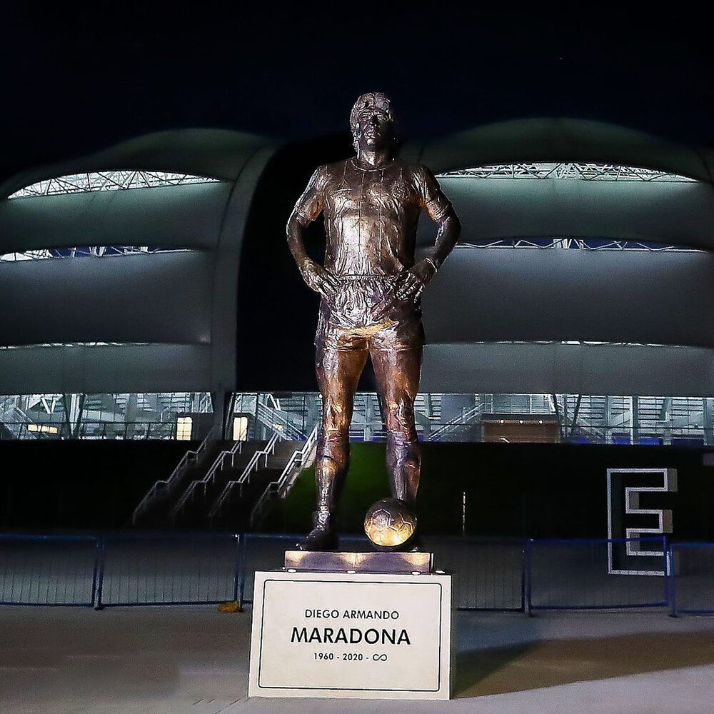 رونمایی از مجسمه مارادونا مقابل چشمان مسی/عکس