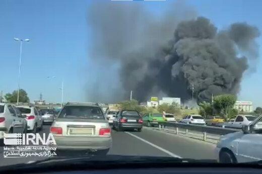 ببینید | آتشسوزی بزرگ در انبار پالت شرکت بهنوش در جاده مخصوص کرج