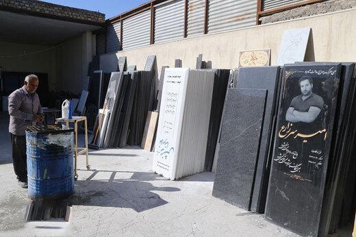 ببینید | درآمدهای میلیونی خطنویسهای سنگقبر در بهشت زهرا
