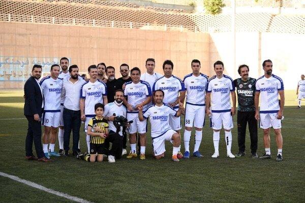 حضور کاپیتان استقلال در بازی خیرخواهانه/عکس