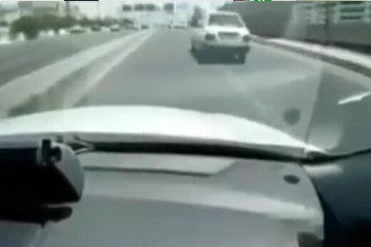 ببینید | تعقیب و گریز پلیس با یک پراید؛ از تیراندازی تا حرکت خلاف جهت در اتوبان