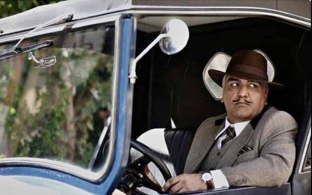 عکس   تیپ مهران مدیری با سییلی عجیب در یک ماشین کلاسیک