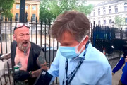 ببینید | یورش خشمناک انگلیسیها به خبرنگار BBC مقابل چشمان پلیس