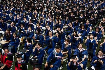ببینید   جشن فارغالتحصیلی جنجالی در ووهان چین