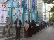 حضور یک چهره متفاوت در صف رأی گیری /مادر ۸۲ ساله هم آمد /اولین نفریکه رای خود را به صندوقرای حسینه ارشاد انداخت+تصاویر