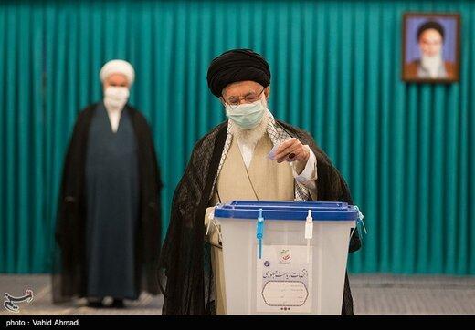 ببینید | لحظهای که رهبر انقلاب آراء خود را به صندوق های رای انداختند