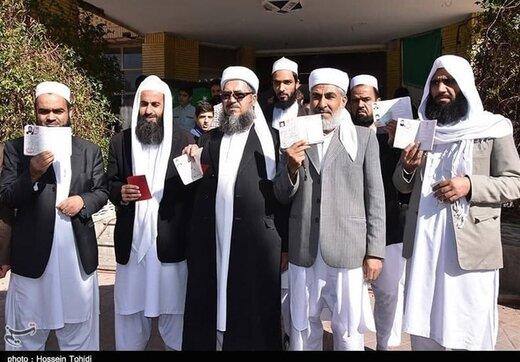 ببینید   حضور اقشار مختلف کرد و اهل سنت مهاباد پای صندوق رای