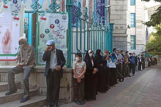 ببینید | تصاویری از حضور مردم در حوزه رایگیری حسینیه ارشاد