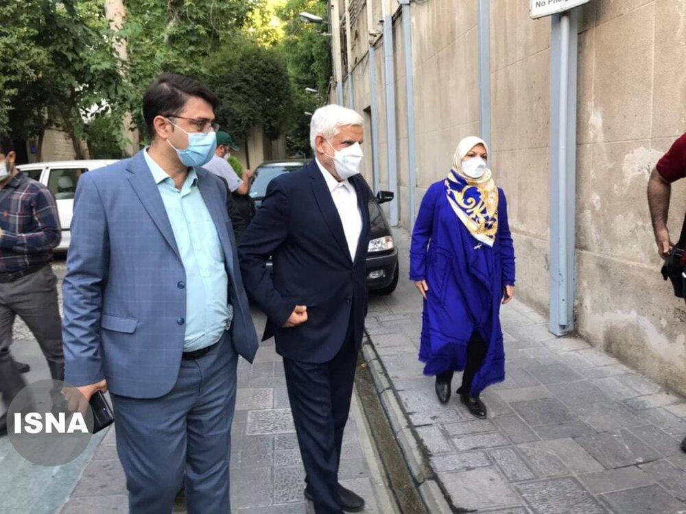 تصویری از محمدرضا عارف و همسرش در روز رأی گیری