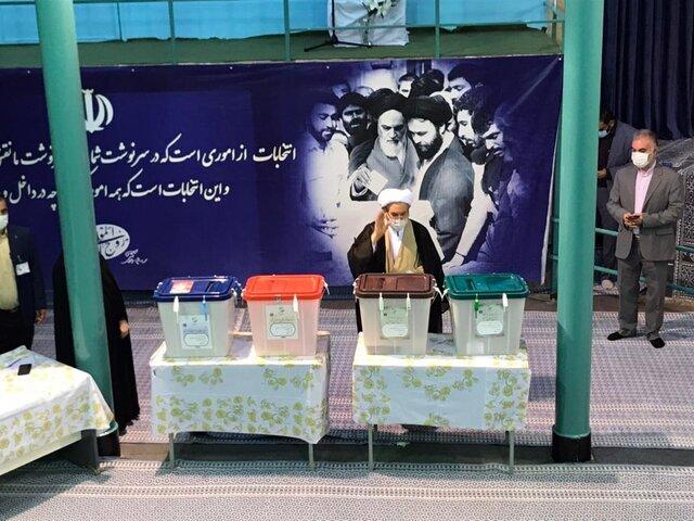 آرزوی سیاسی عارف بعد از رأی دادن /گلایه یونسی از شورای نگهبان /توصیه آملی لاریجانی به مردم: با صندوق رأی قهر نکنید