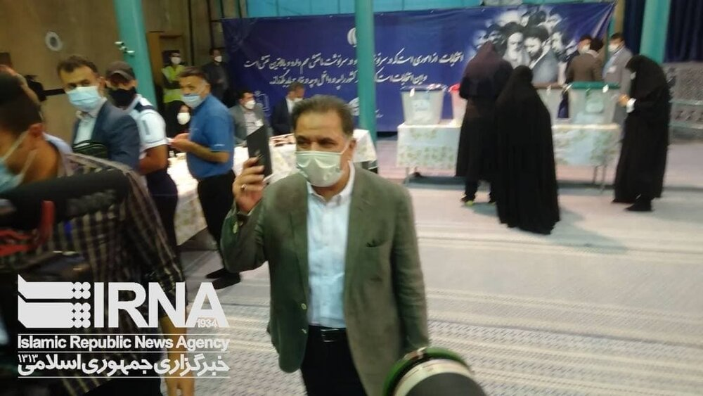 سعید جلیلی کجا رأی خود را به صندوق انداخت؟ /عکسی از عباس آخوندی با شناسنامه در دست