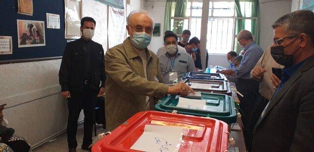 صالحی رأی خود را به صندوق انداخت/عکس