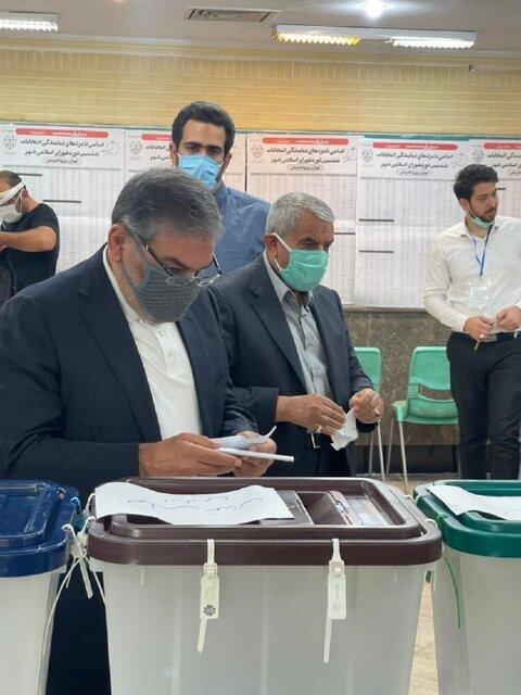 روحانی معروف در جماران رأی داد / شمخانی: حضور و مشارکت مردم در انتخابات مهمتر از نتیجه است