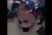ببینید | سرقت حرفهای سلاح پلیس هنگام بازجویی توسط متهم!