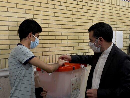 حضور پرشور مردم جزیره نشین قشم در پای صندوق های رای اقتدار نظام اسلامی را نشان داد