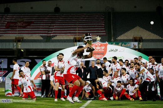 ببینید | تکراریترین قاب لیگ برتر؛ لحظه اهدای جام قهرمانی به پرسپولیس