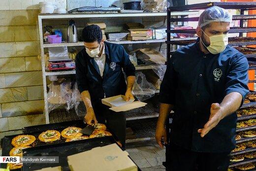 تقسیم مهربانی با پیتزا