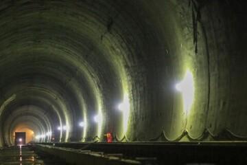 خاموشی پلهبرقیهای عمیقترین ایستگاه مترو کشور به دلیل نشست آب