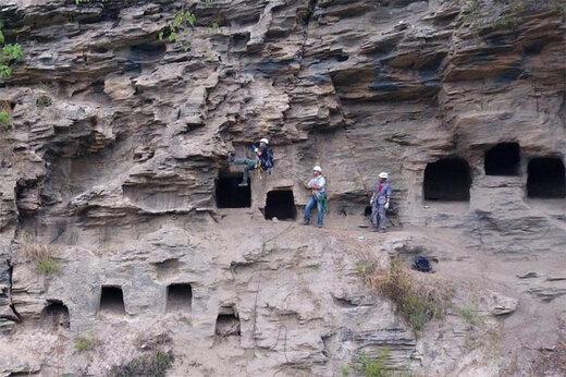 ببینید | مقبره صخرهای عجیب و باستانی در چین