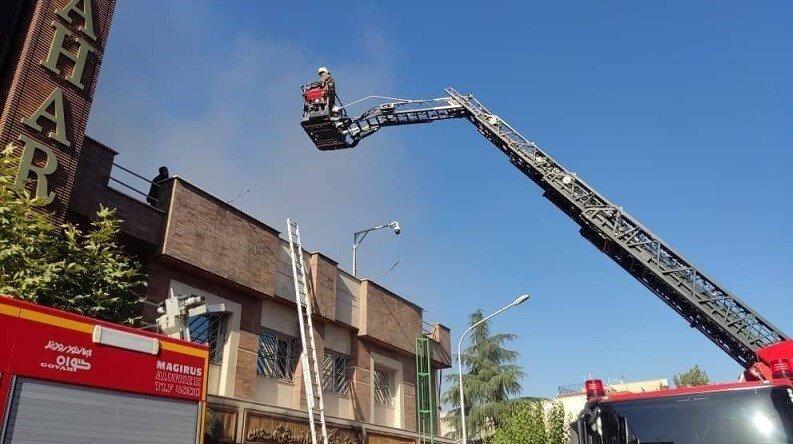 نجات ۱۸ نفر از افراد محبوس در یک آتشسوزی
