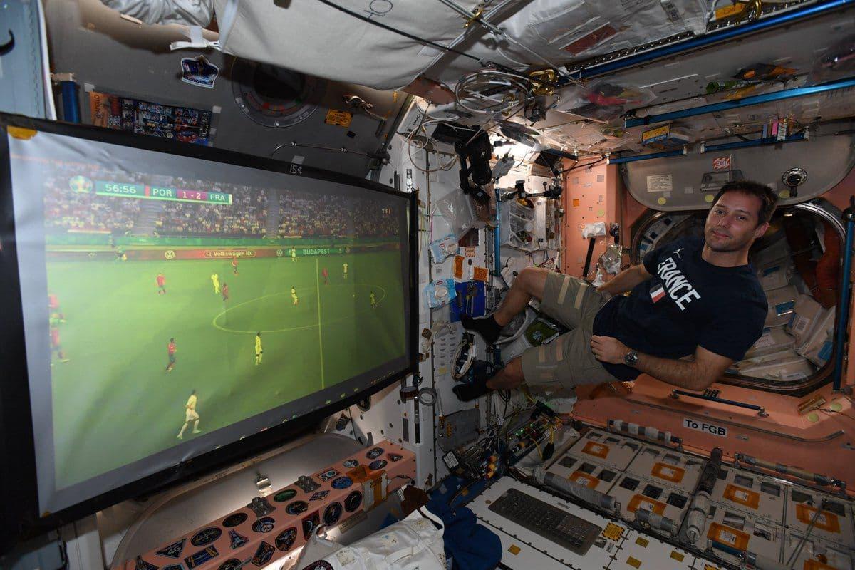 فوتبال حتی در ایستگاه بینالمللی فضایی/عکس