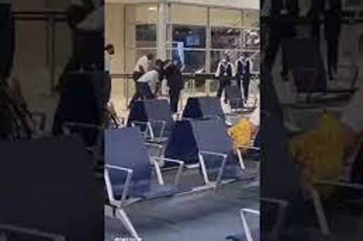 ببینید | سیلی پلیس به صورت خواننده معروف در فرودگاه هلند