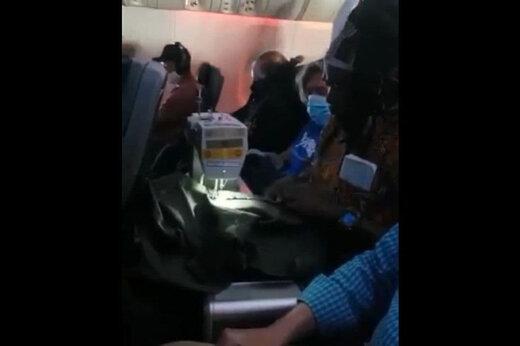 ببینید | خیاطی کردن در هواپیما