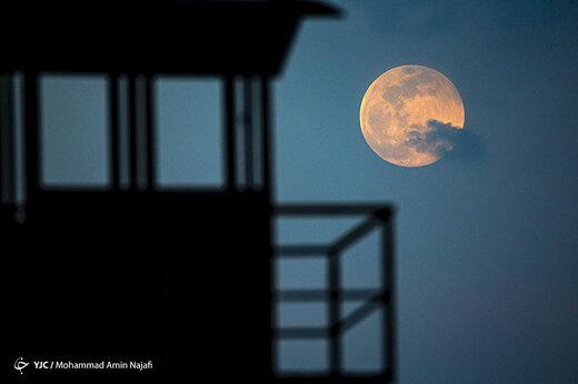 ببینید   تصاویری دیدنی از آخرین ابر ماه سال ۱۴۰۰ در برخی از نقاط جهان