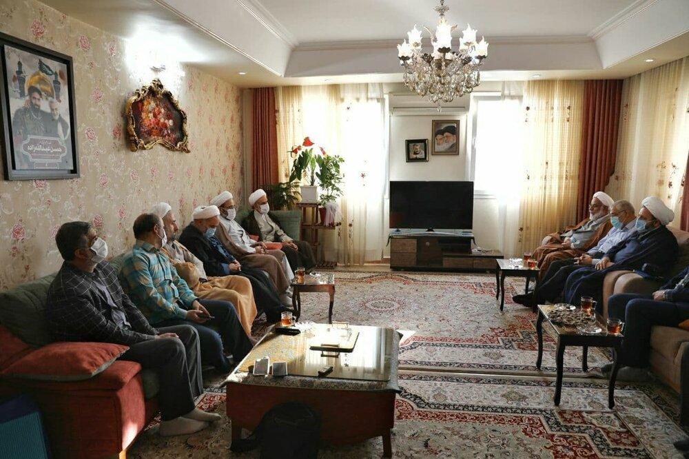 سردار قاآنی به دیدار خانواده کدام شهید مدافع حرم رفت؟ +عکس