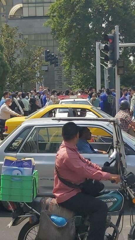 تجمع استقلالیها مقابل ساختمان قوه قضاییه/عکس