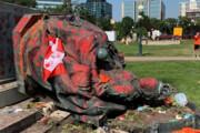 ببینید   حمله به مجسمه ویکتوریا توسط معترضان کانادایی