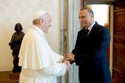 الکاظمی با پاپ دیدار کرد؛از رد و بدل هدیه تا پیام رهبر مسیحیان به نخست وزیر عراق/عکس