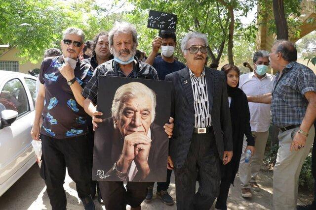 تصاویر | محمد برسوزیان در کنار احمد آقالو به خاک سپرده شد