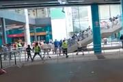 ببینید | درگیریهای شدید بیرون ورزشگاه میان هواداران و پلیس