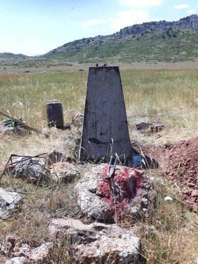 ایجاد کمربند حفاظتی به طول ۶ کیلومتر با استفاده از پایه های بتنی در شهرستان مهدیشهر