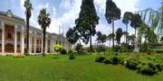 عکسی از فرشته آزادی در حیاط مجلس ایران