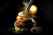 ببینید | رونمایی از گرانقیمتترین همبرگر لاکچری در جهان؛ 226 میلیون تومان!