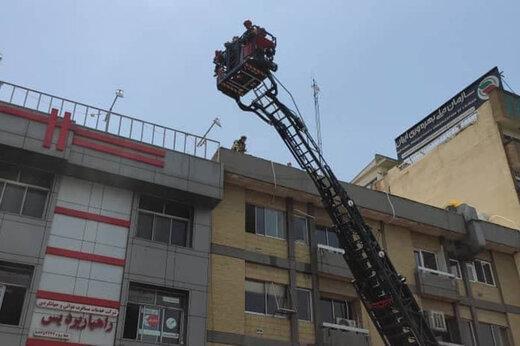 مراجعه کنید |  آتش سوزی گسترده در ساختمانی در خیابان شهید مطهری تهران