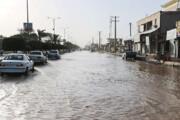 ببینید   لحظه گرفتار شدن خودروها و نجات کودکان از گلولای سیل در کرمان