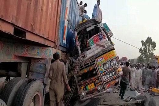 ببینید   تصادف مرگبار اتوبوس و کامیون با 29 کشته