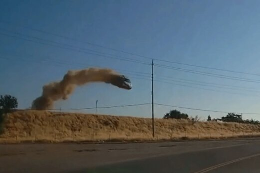 ببینید | تصادفی وحشتناک که خودرو را به پرواز درآورد!