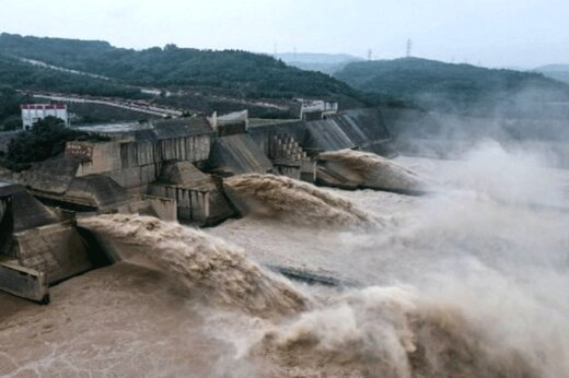 ببینید   قابی هولناک پس از فروپاشی سد در شهر ژنگجوی چین