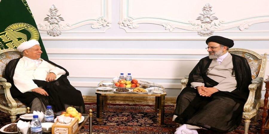 ابراهیم رئیسی، این چهره معروف سیاسی را منجی کشور می دانست